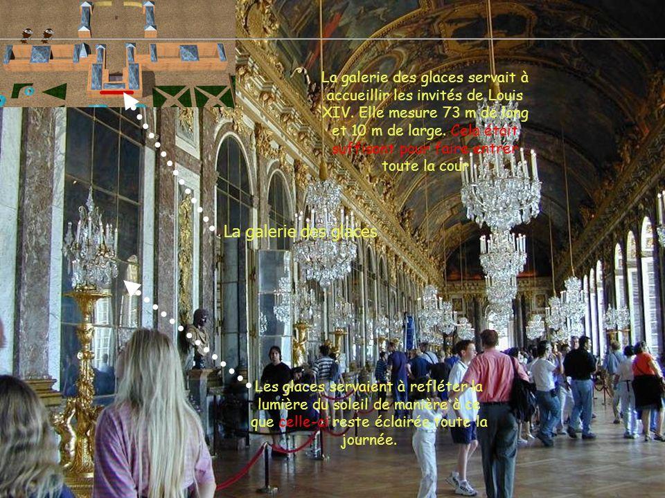 La galerie des glaces servait à accueillir les invités de Louis XIV. Elle mesure 73 m de long et 10 m de large. Cela était suffisant pour faire entrer