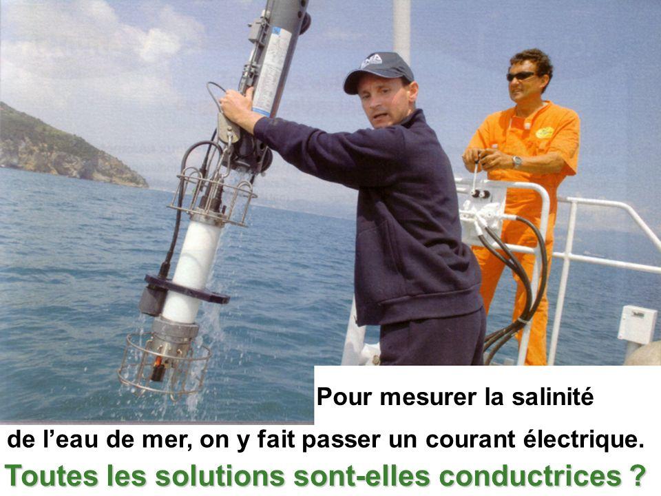Pour mesurer la salinité de leau de mer, on y fait passer un courant électrique. Toutes les solutions sont-elles conductrices ?