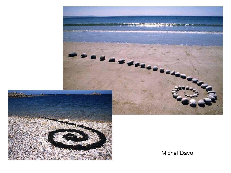 Andrew van der Merwe Autre artiste des sables, Andrew van der Merwe dessine des calligraphies étranges d une écriture inconnue, entre écriture cunéiforme sumérienne et idéogrammes extra-terrestres...