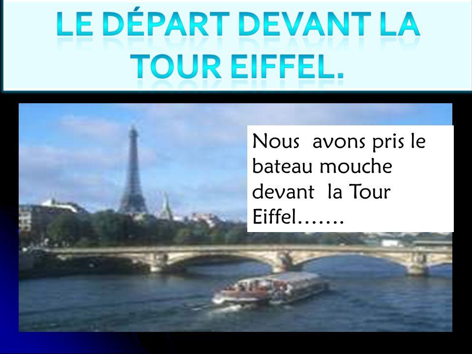 Nous avons pris le bateau mouche devant la Tour Eiffel…….