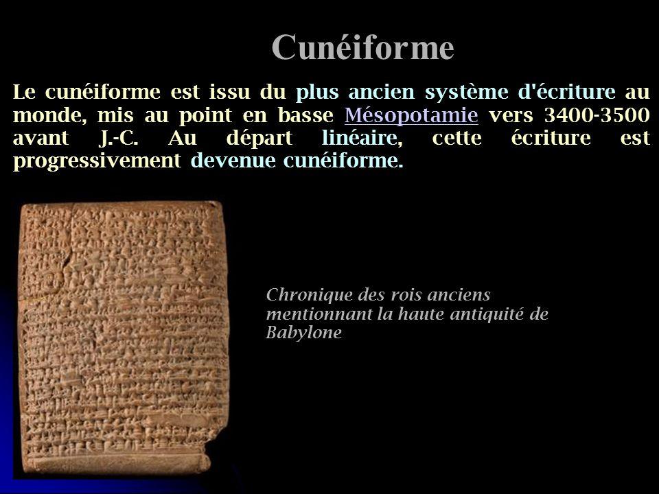 Le cunéiforme est issu du plus ancien système d'écriture au monde, mis au point en basse Mésopotamie vers 3400-3500 avant J.-C. Au départ linéaire, ce