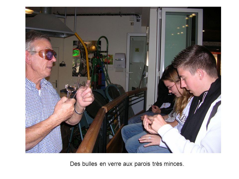 Des bulles en verre aux parois très minces.