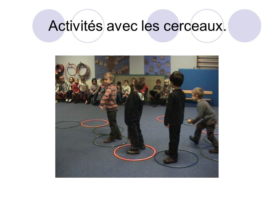 Activités avec les cerceaux.