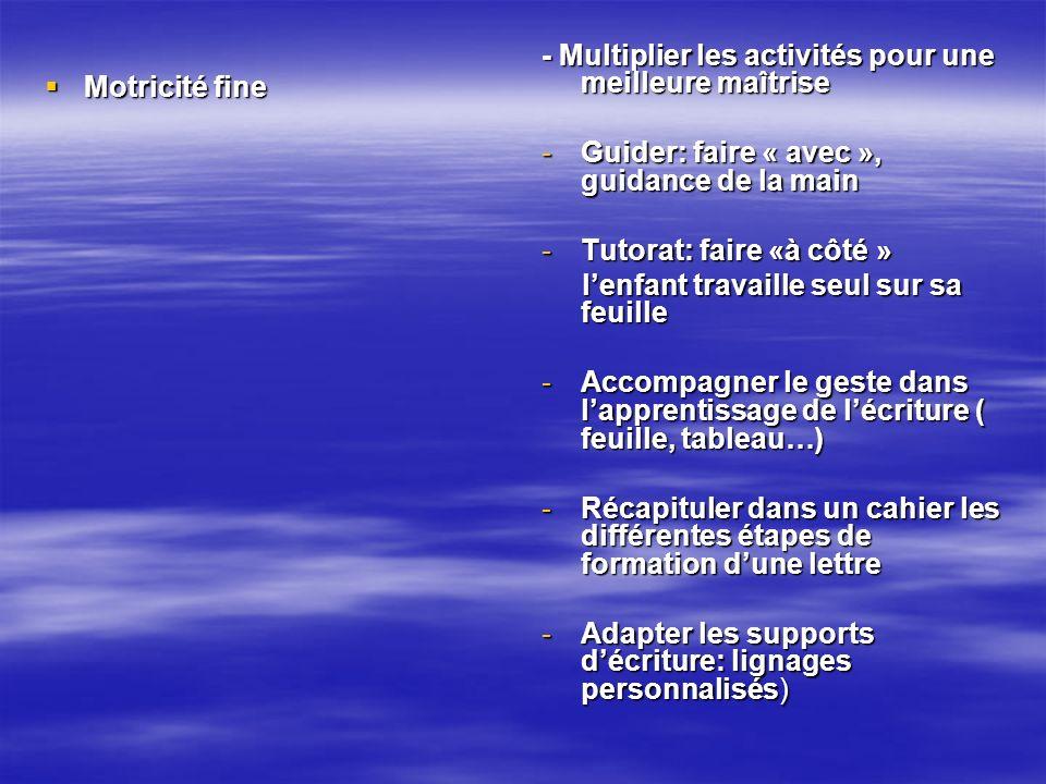Motricité fine Motricité fine - Multiplier les activités pour une meilleure maîtrise -Guider: faire « avec », guidance de la main -Tutorat: faire «à c