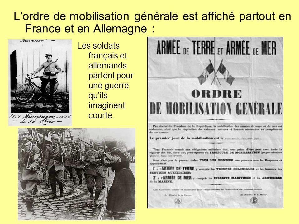 Lordre de mobilisation générale est affiché partout en France et en Allemagne : Les soldats français et allemands partent pour une guerre quils imagin