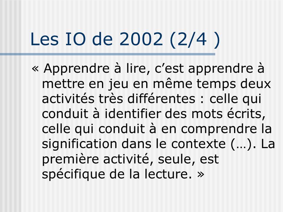 Les IO de 2002 (2/4 ) « Apprendre à lire, cest apprendre à mettre en jeu en même temps deux activités très différentes : celle qui conduit à identifie