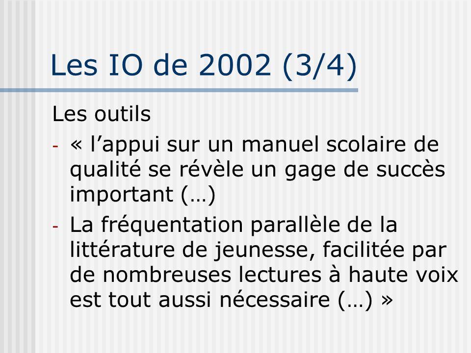 Les IO de 2002 (3/4) Les outils - « lappui sur un manuel scolaire de qualité se révèle un gage de succès important (…) - La fréquentation parallèle de