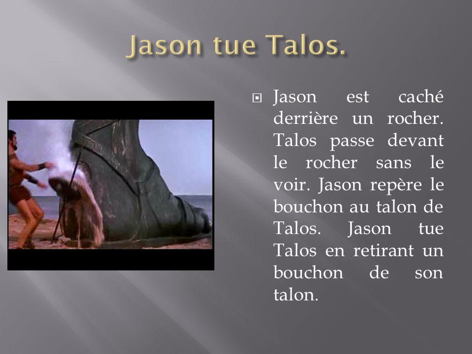 Jason est caché derrière un rocher. Talos passe devant le rocher sans le voir. Jason repère le bouchon au talon de Talos. Jason tue Talos en retirant