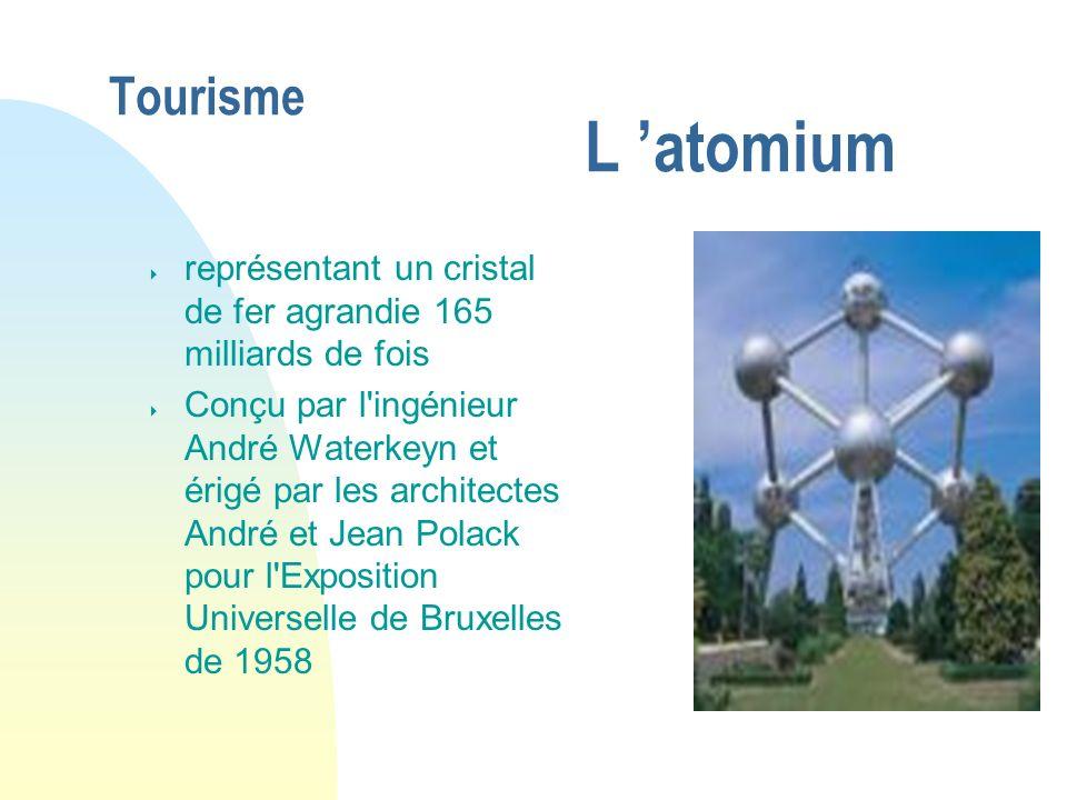 Tourisme L atomium représentant un cristal de fer agrandie 165 milliards de fois Conçu par l'ingénieur André Waterkeyn et érigé par les architectes An