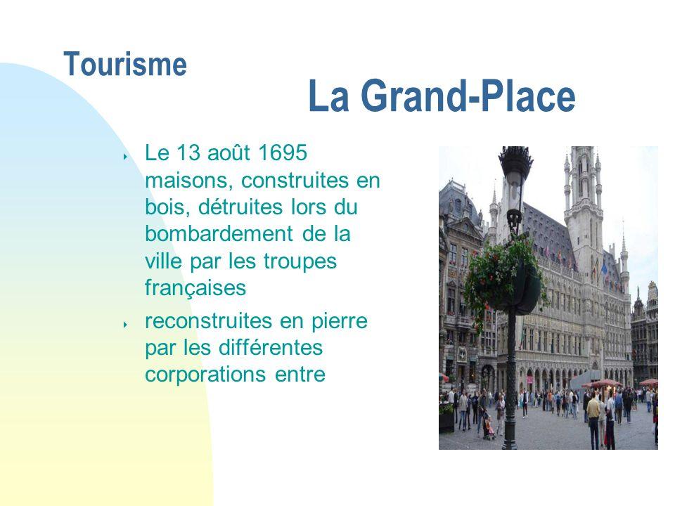 Tourisme La Grand-Place Le 13 août 1695 maisons, construites en bois, détruites lors du bombardement de la ville par les troupes françaises reconstrui