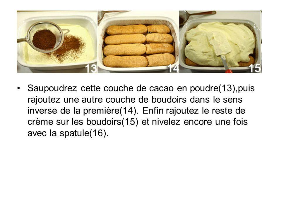 Saupoudrez cette couche de cacao en poudre(13),puis rajoutez une autre couche de boudoirs dans le sens inverse de la première(14). Enfin rajoutez le r
