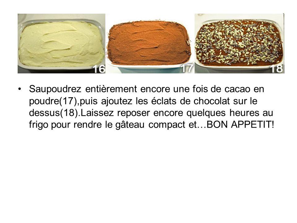 Saupoudrez entièrement encore une fois de cacao en poudre(17),puis ajoutez les éclats de chocolat sur le dessus(18).Laissez reposer encore quelques he
