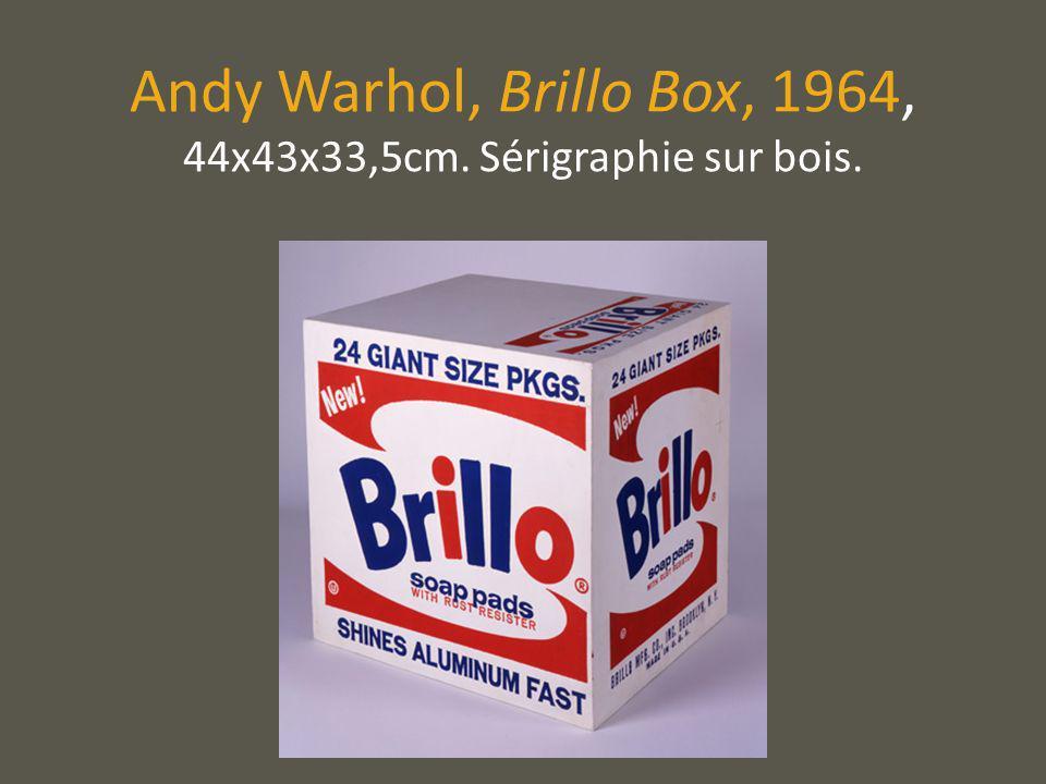 Andy Warhol célèbre dans son art la vie quotidienne américaine.