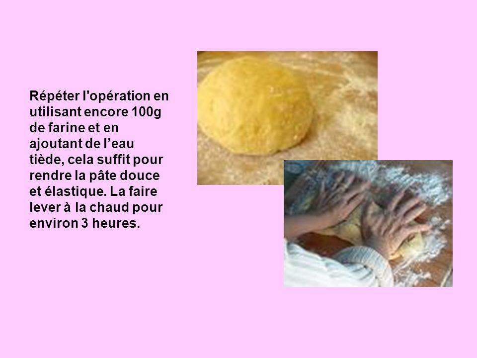 Répéter l'opération en utilisant encore 100g de farine et en ajoutant de leau tiède, cela suffit pour rendre la pâte douce et élastique. La faire leve