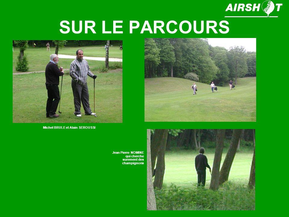 SUR LE PARCOURS Michel BRULE et Alain SEROUSSI Jean Pierre NOMINE qui cherche surement des champignons