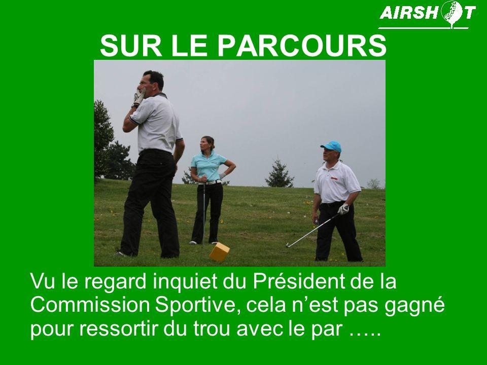 SUR LE PARCOURS Vu le regard inquiet du Président de la Commission Sportive, cela nest pas gagné pour ressortir du trou avec le par …..