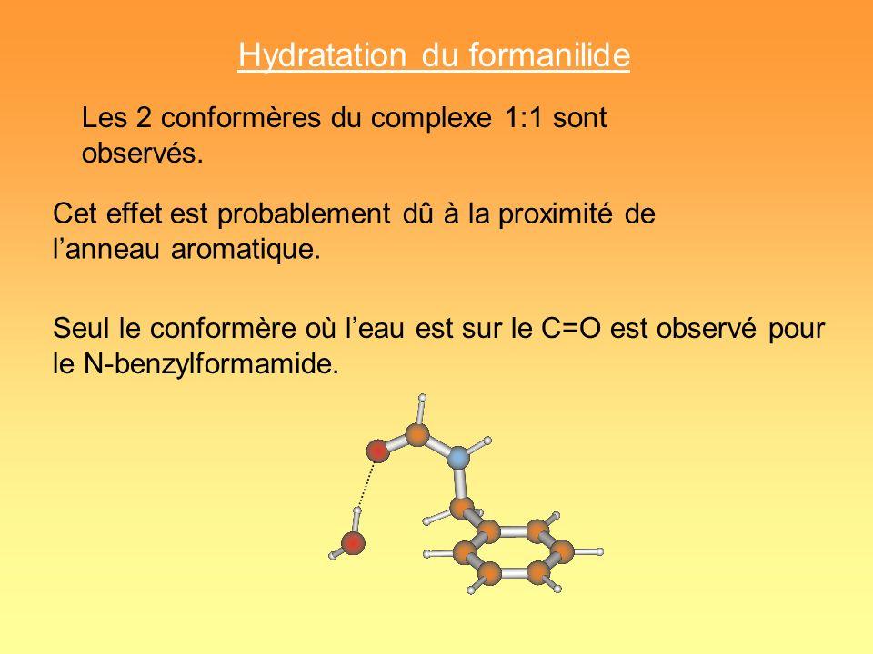 Hydratation du formanilide Les 2 conformères du complexe 1:1 sont observés. Cet effet est probablement dû à la proximité de lanneau aromatique. Seul l