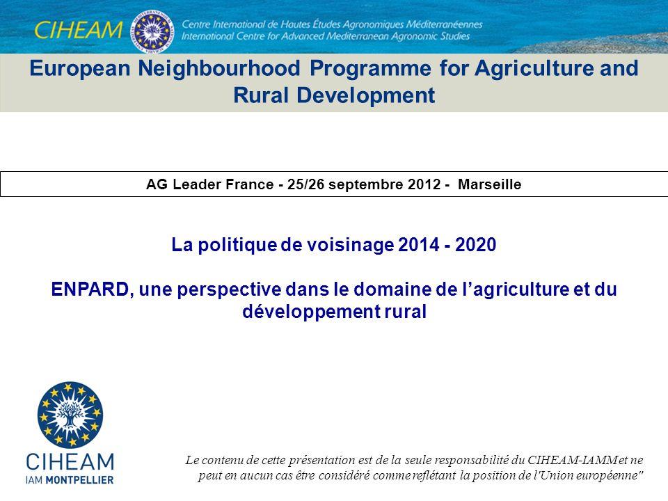 2 ENPARD - Une initiative politique proposée dans le cadre de la réponse de l UE au printemps arabe (COM de mars 2011 Un partenariat pour la démocratie et une prospérité partagée avec le sud de la Méditerranée ) puis étendue à l ensemble du Voisinage (COM de mai 2011 Une stratégie nouvelle à l égard d un voisinage en mutation ) avec une conférence de lancement officiel en mai 2012 à Bruxelles en présence des Commissaires de la DGAgri et de DG DevCo qui reconnaît que les territoires ruraux et l agriculture jouent un rôle économique et social essentiel dans le développement des pays et qu ils requièrent plus d attention