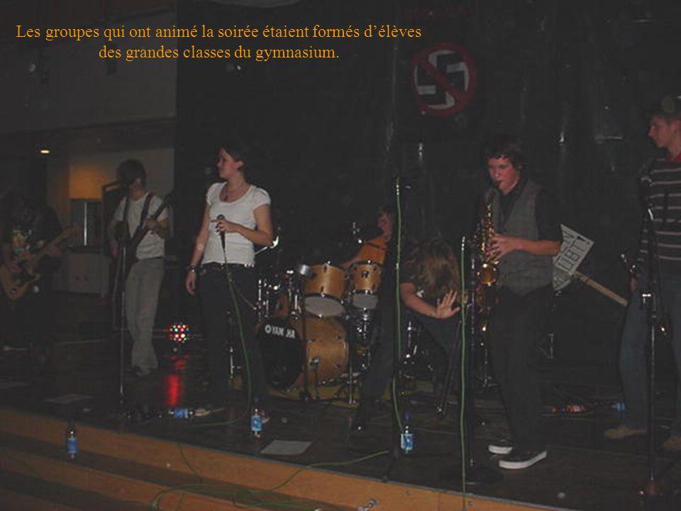 Les groupes qui ont animé la soirée étaient formés délèves des grandes classes du gymnasium.