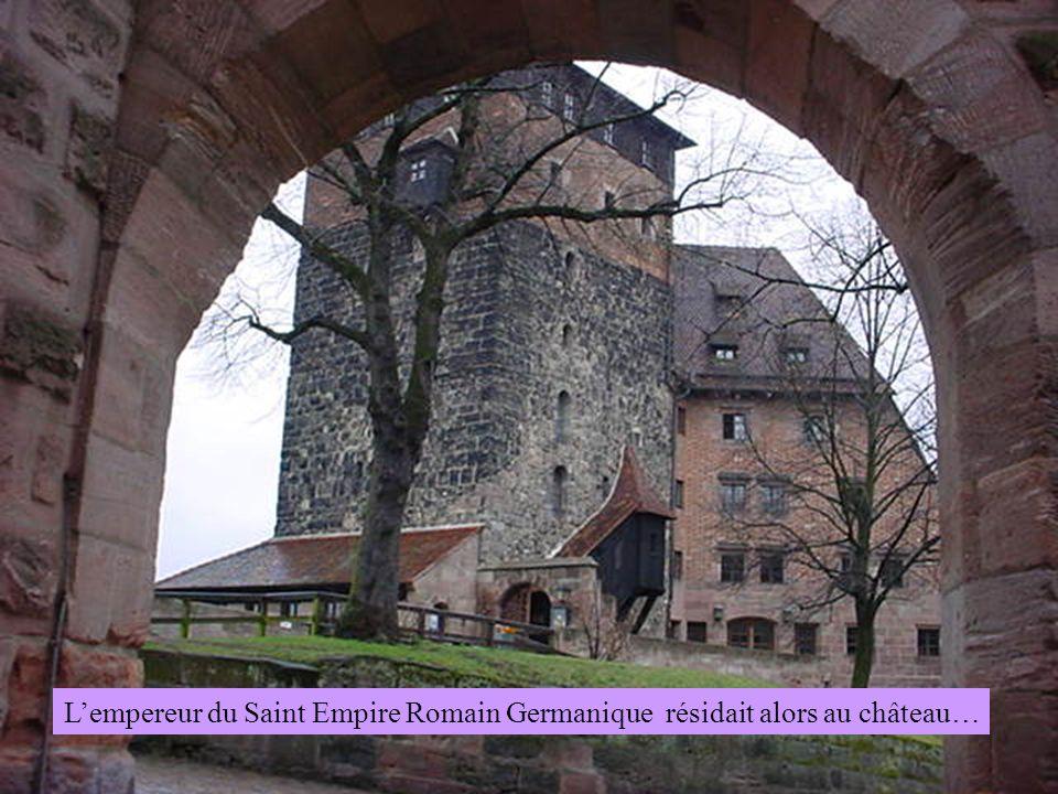 Lempereur du Saint Empire Romain Germanique résidait alors au château…