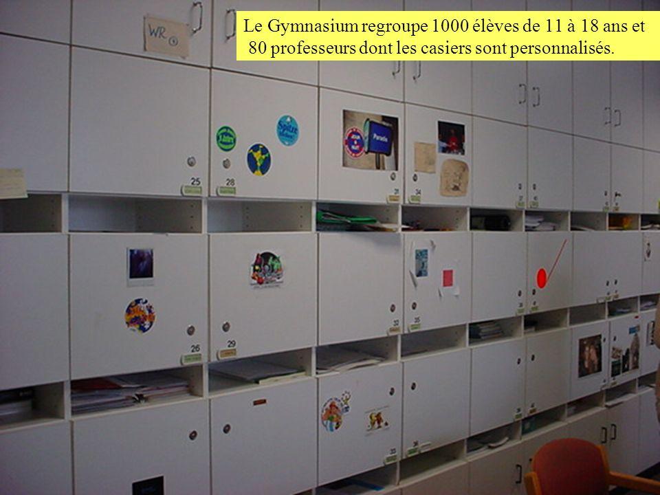 Le Gymnasium regroupe 1000 élèves de 11 à 18 ans et 80 professeurs dont les casiers sont personnalisés.
