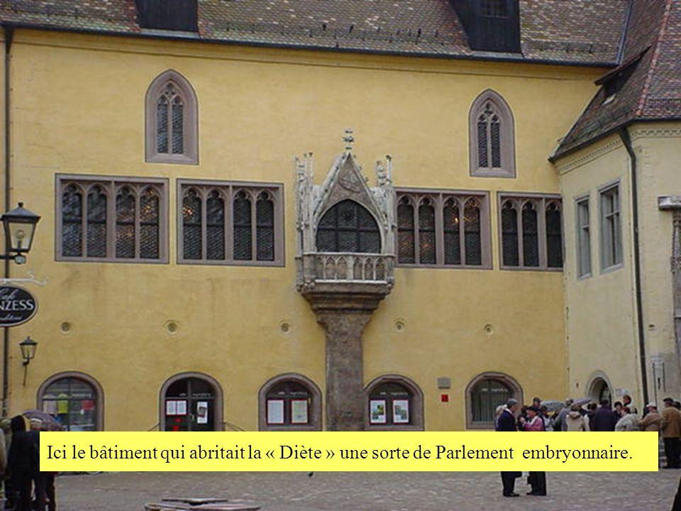Ici le bâtiment qui abritait la « Diète » une sorte de Parlement embryonnaire.