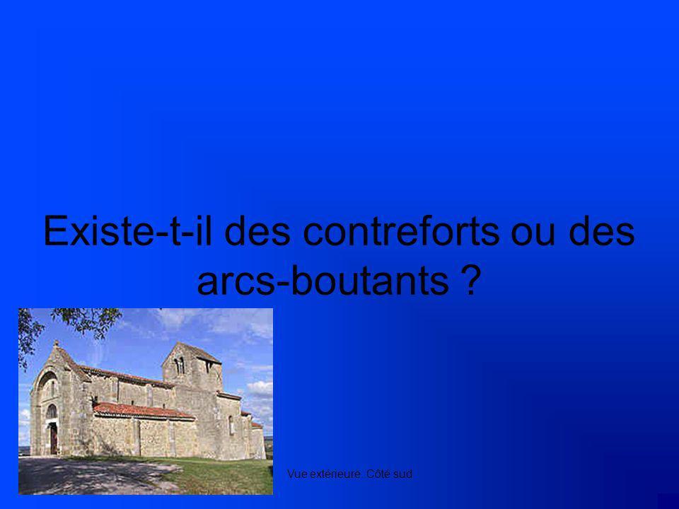 Existe-t-il des contreforts ou des arcs-boutants ? Vue extérieure. Côté sud