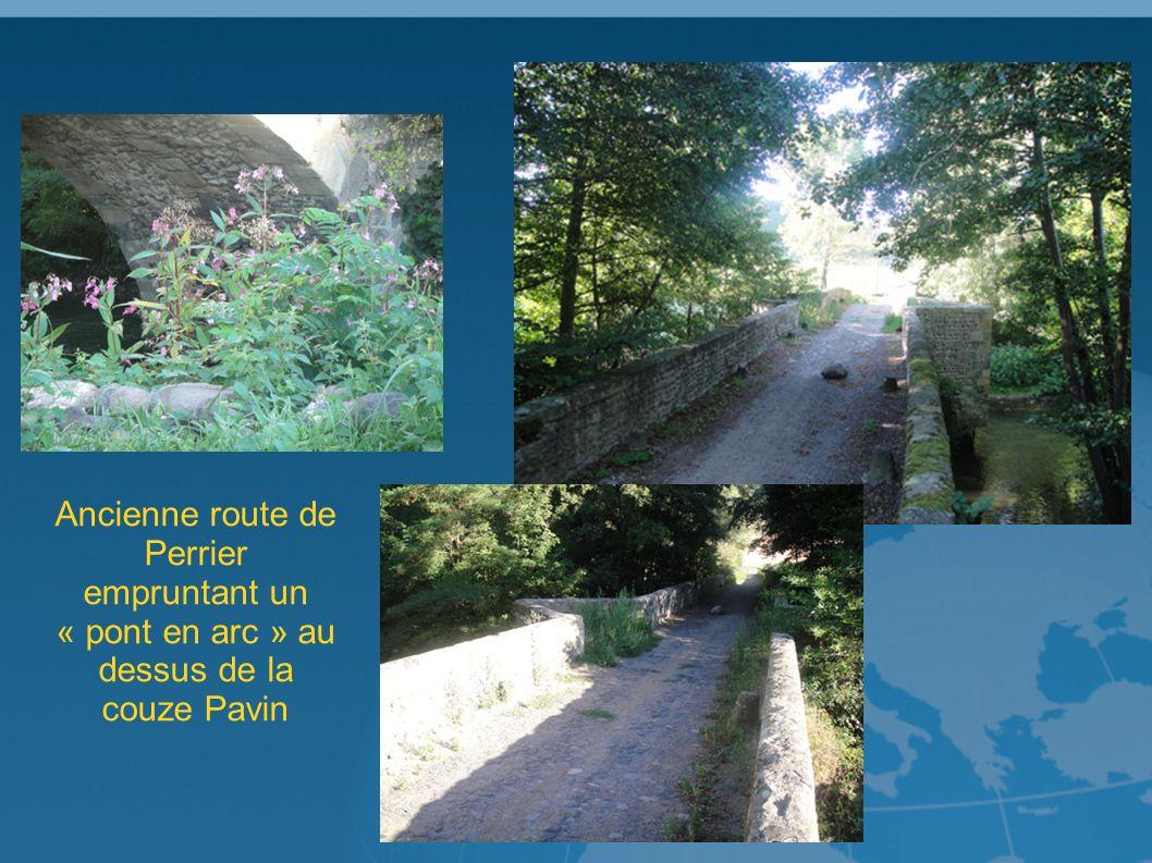 Ancienne route de Perrier empruntant un « pont en arc » au dessus de la couze Pavin