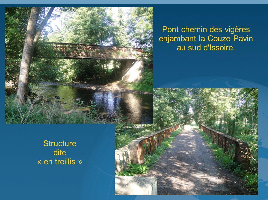 Pont chemin des vigères enjambant la Couze Pavin au sud d Issoire. Structure dite « en treillis »