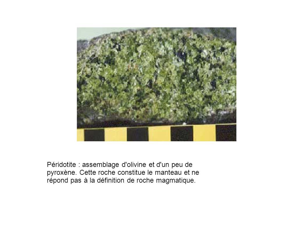 Péridotite : assemblage d'olivine et d'un peu de pyroxène. Cette roche constitue le manteau et ne répond pas à la définition de roche magmatique.
