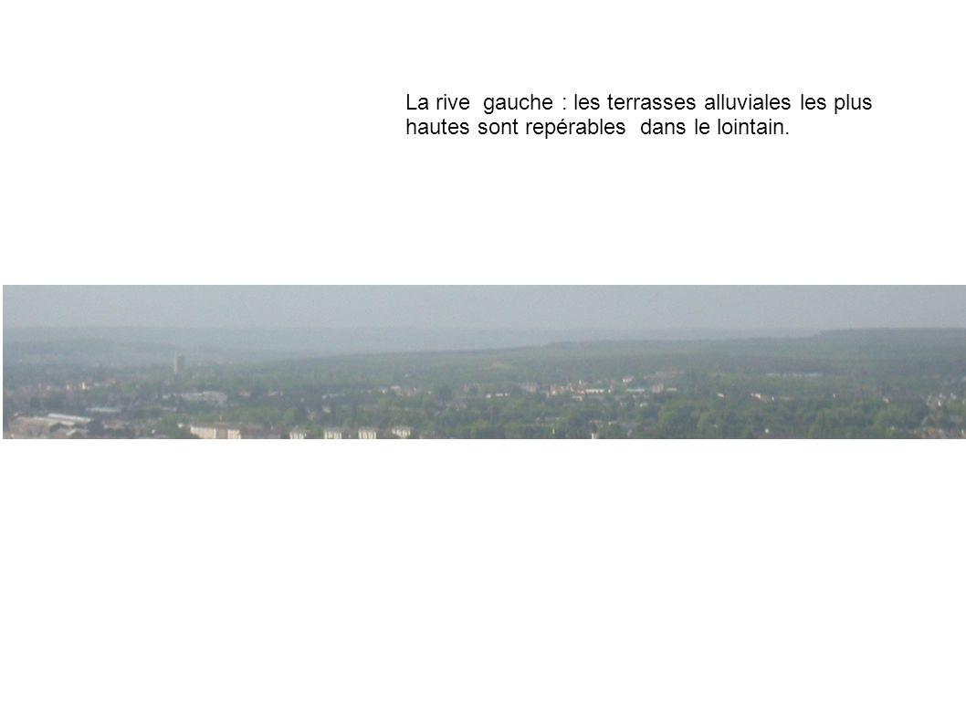 La rive gauche : les terrasses alluviales les plus hautes sont repérables dans le lointain.