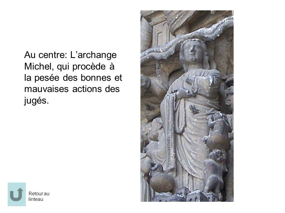 Au centre: Larchange Michel, qui procède à la pesée des bonnes et mauvaises actions des jugés. Retour au linteau