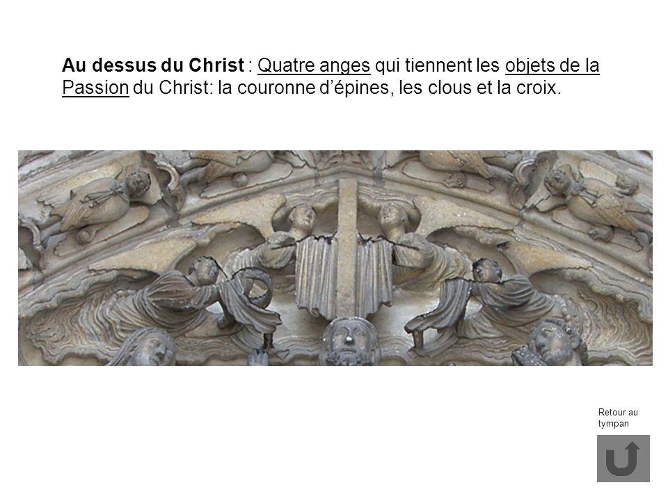 Au dessus du Christ : Quatre anges qui tiennent les objets de la Passion du Christ: la couronne dépines, les clous et la croix. Retour au tympan