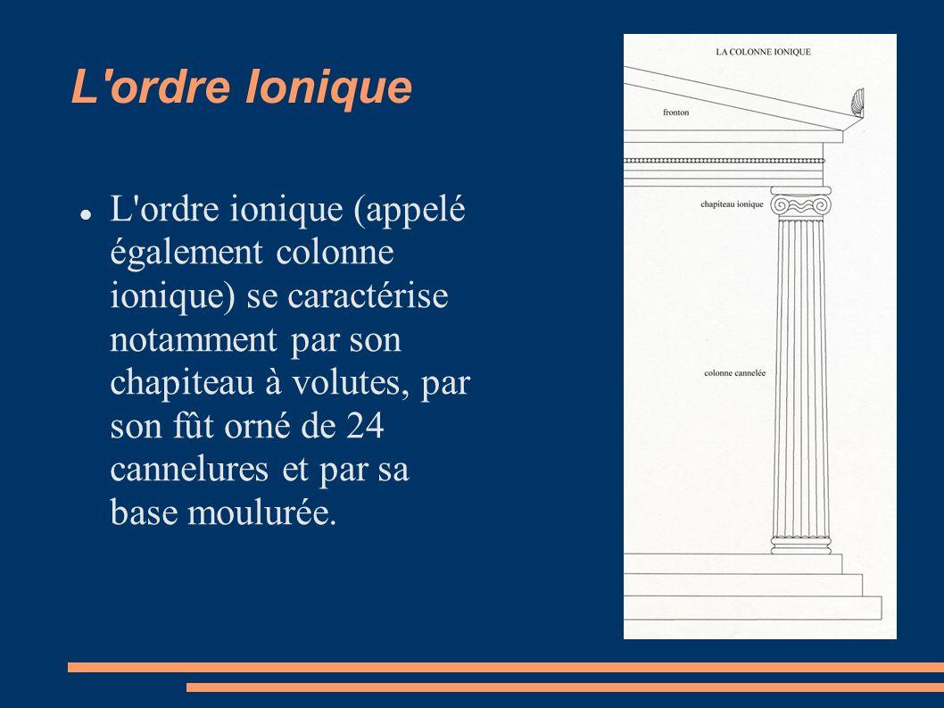 L ordre Ionique L ordre ionique (appelé également colonne ionique) se caractérise notamment par son chapiteau à volutes, par son fût orné de 24 cannelures et par sa base moulurée.