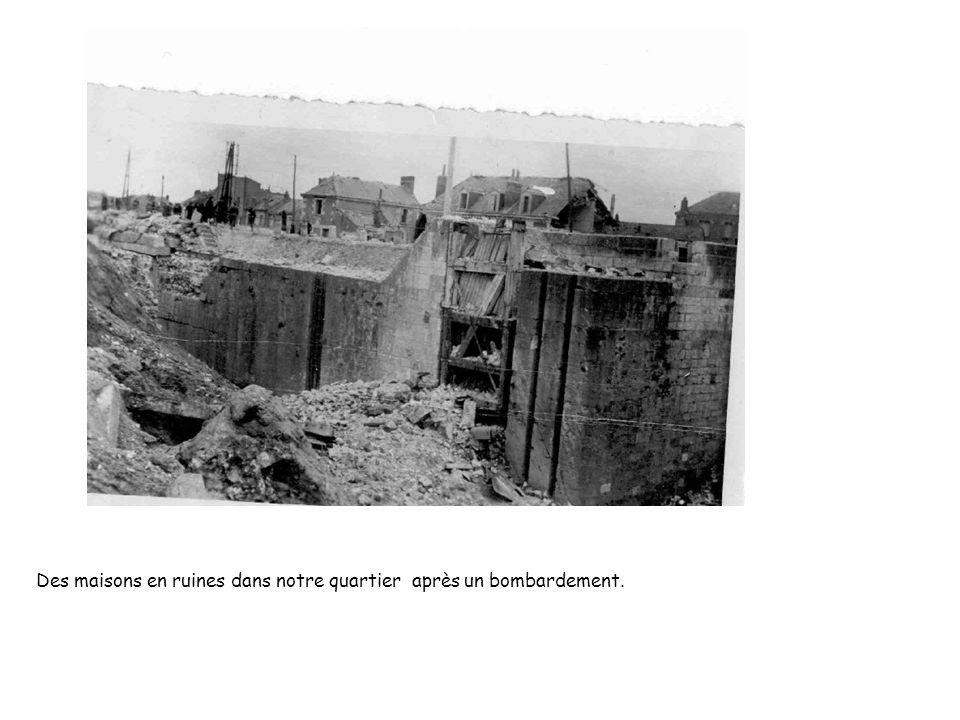 Des maisons en ruines dans notre quartier après un bombardement.