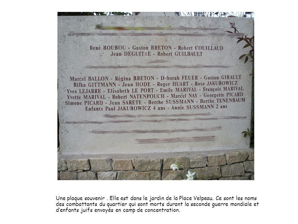 Une plaque souvenir.Elle est dans le jardin de la Place Velpeau.