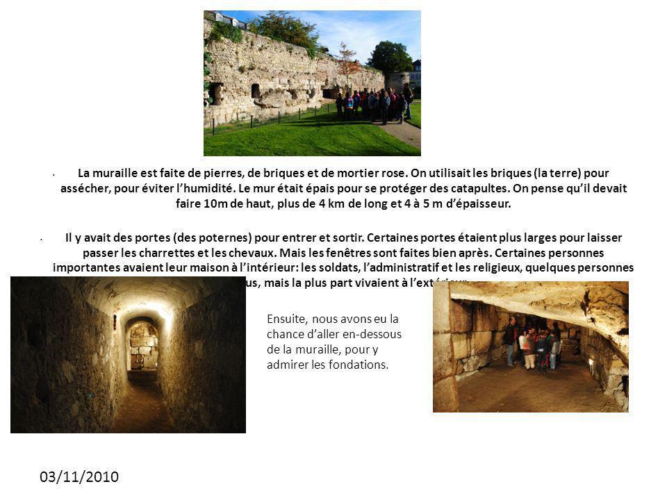 03/11/2010 La muraille est faite de pierres, de briques et de mortier rose.