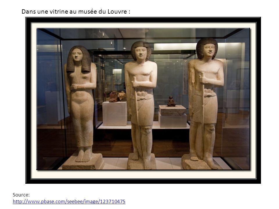 Dans une vitrine au musée du Louvre : Source: http://www.pbase.com/seebee/image/123710475 http://www.pbase.com/seebee/image/123710475