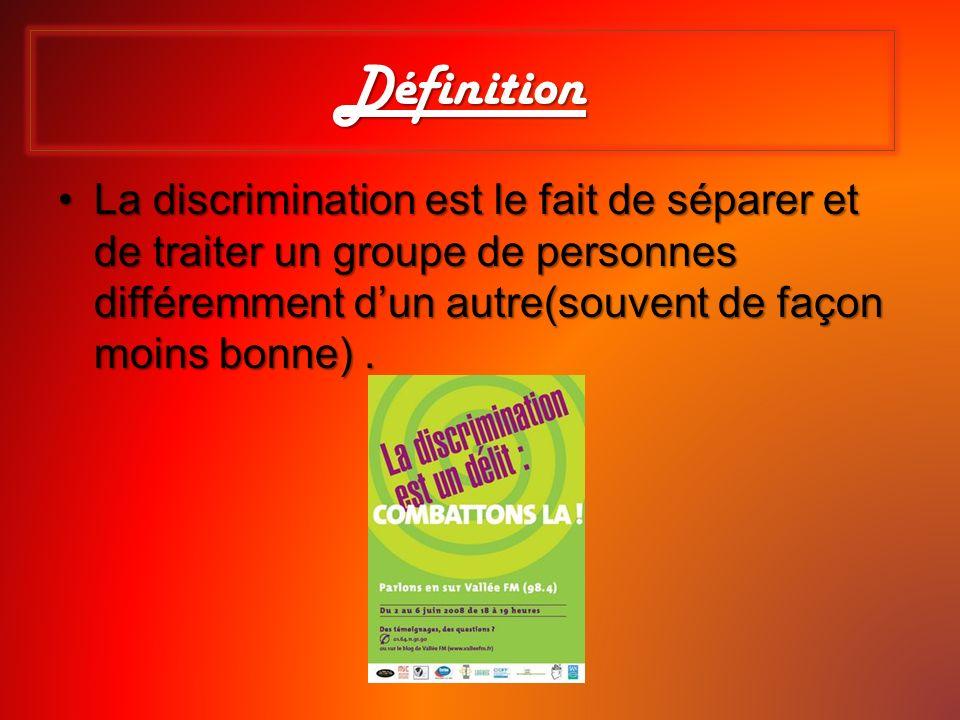 Définition La discrimination est le fait de séparer et de traiter un groupe de personnes différemment dun autre(souvent de façon moins bonne).La discr