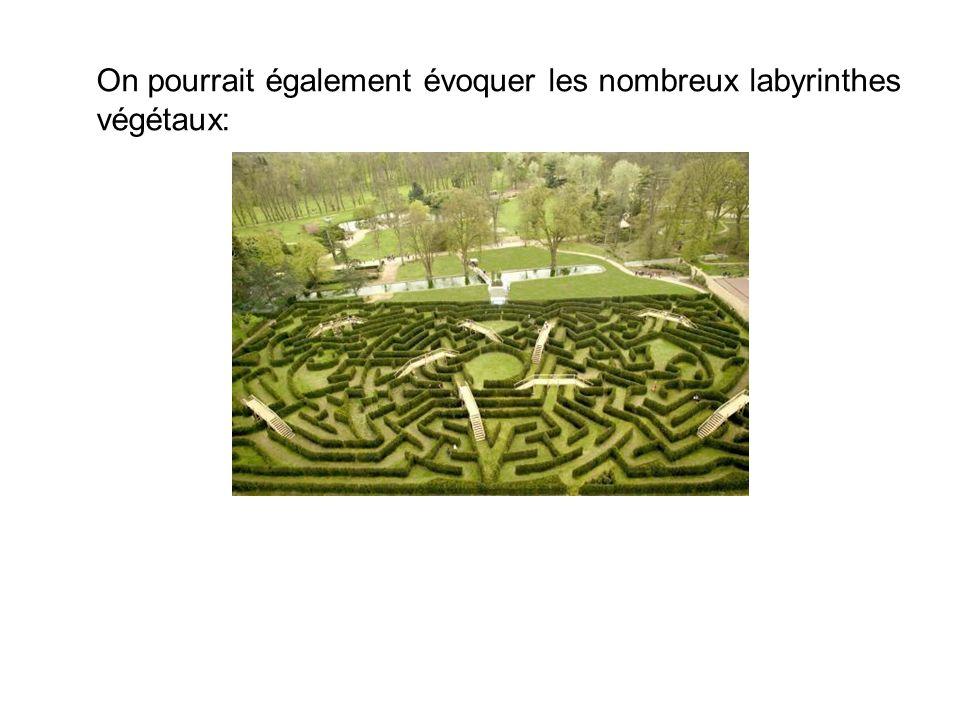 On pourrait également évoquer les nombreux labyrinthes végétaux:
