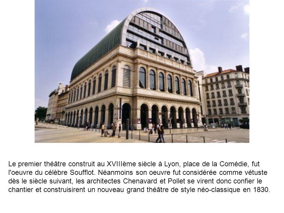 Le premier théâtre construit au XVIIIème siècle à Lyon, place de la Comédie, fut l'oeuvre du célèbre Soufflot. Néanmoins son oeuvre fut considérée com