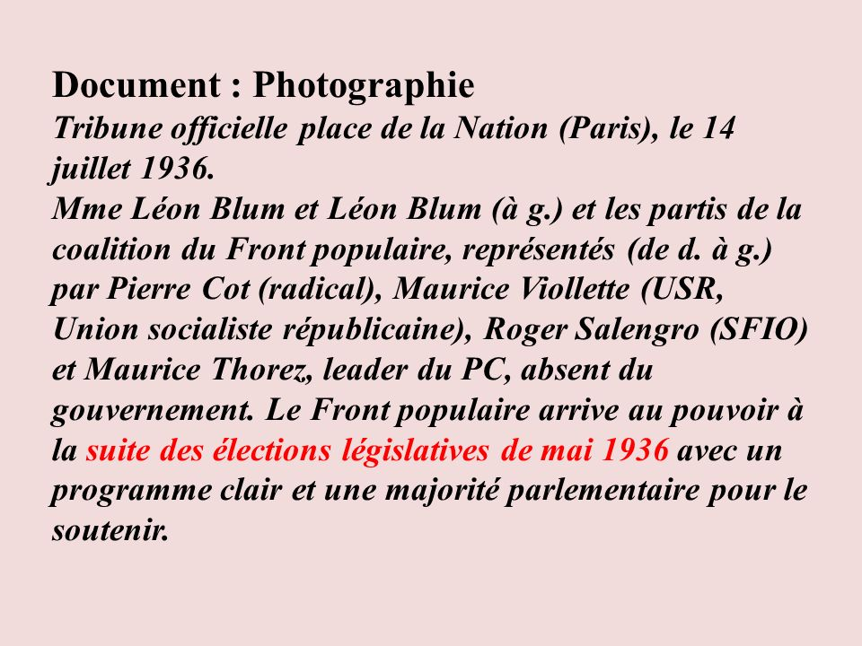 Document : Photographie Tribune officielle place de la Nation (Paris), le 14 juillet 1936. Mme Léon Blum et Léon Blum (à g.) et les partis de la coali