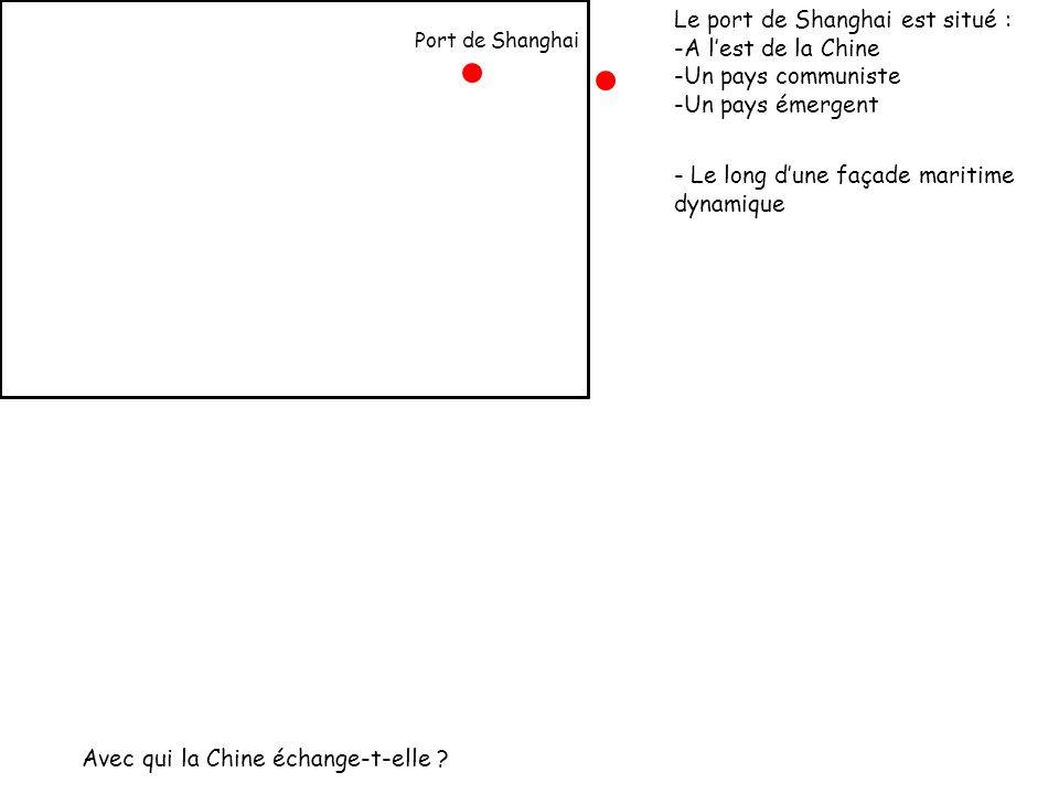 Port de Shanghai Le port de Shanghai est situé : -A lest de la Chine -Un pays communiste -Un pays émergent - Le long dune façade maritime dynamique Av