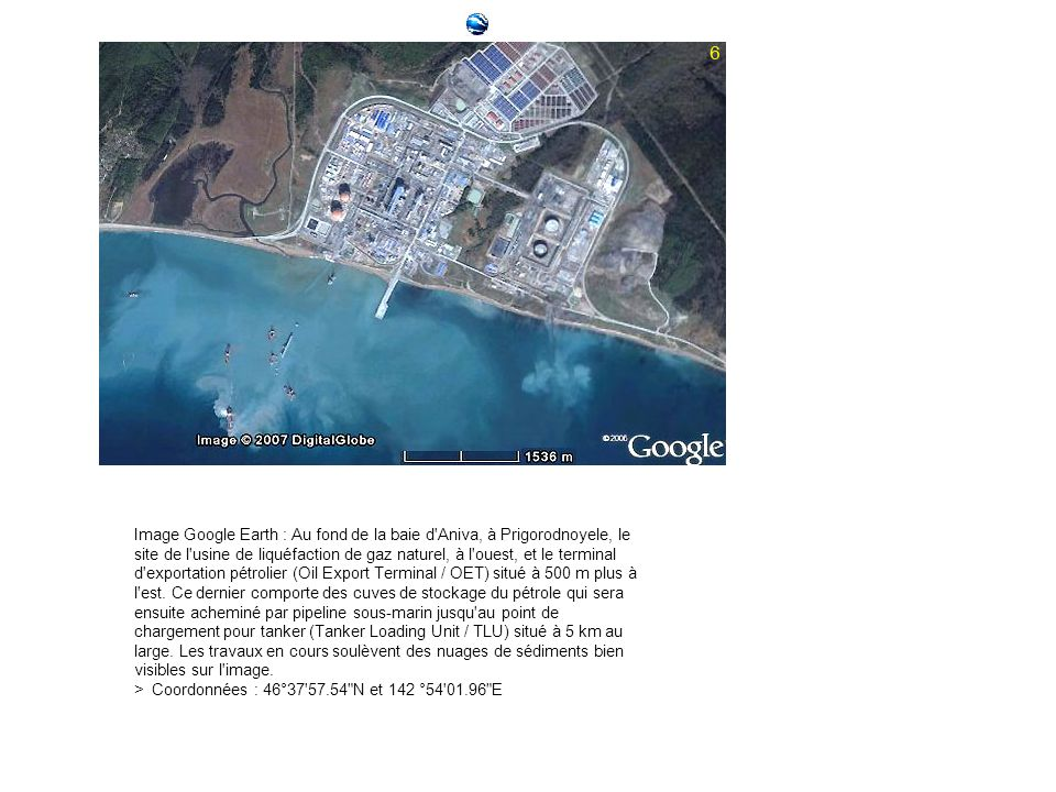 Image Google Earth : Au fond de la baie d'Aniva, à Prigorodnoyele, le site de l'usine de liquéfaction de gaz naturel, à l'ouest, et le terminal d'expo