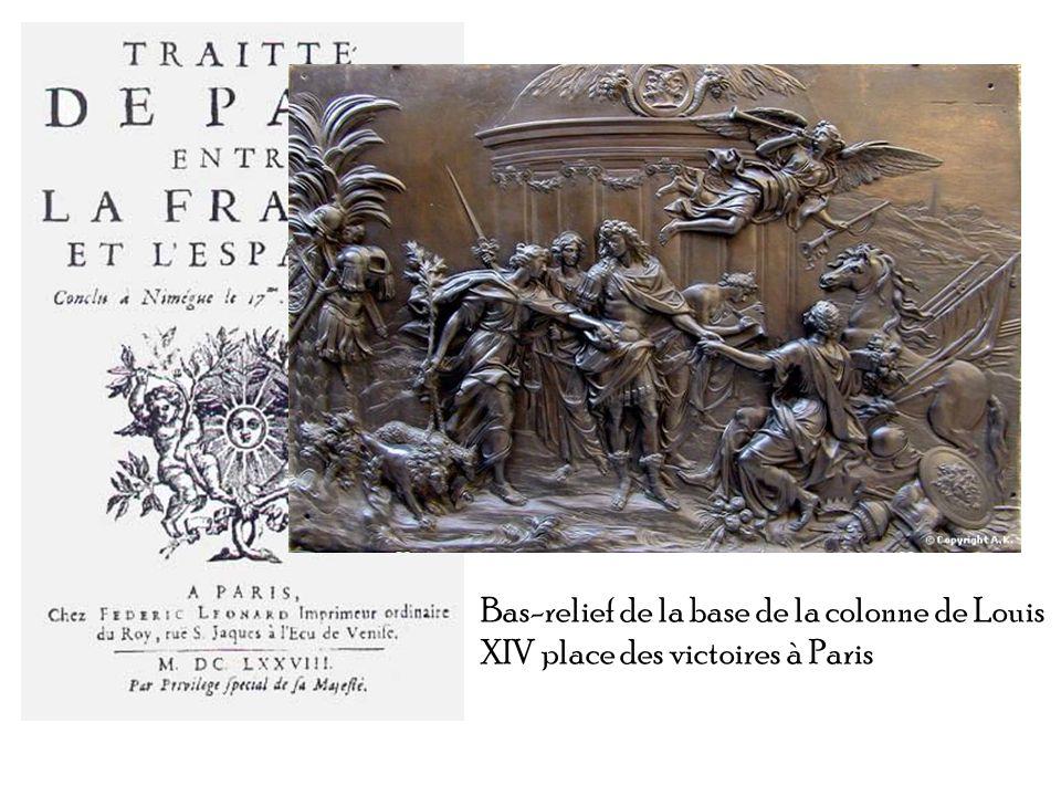 Bas-relief de la base de la colonne de Louis XIV place des victoires à Paris