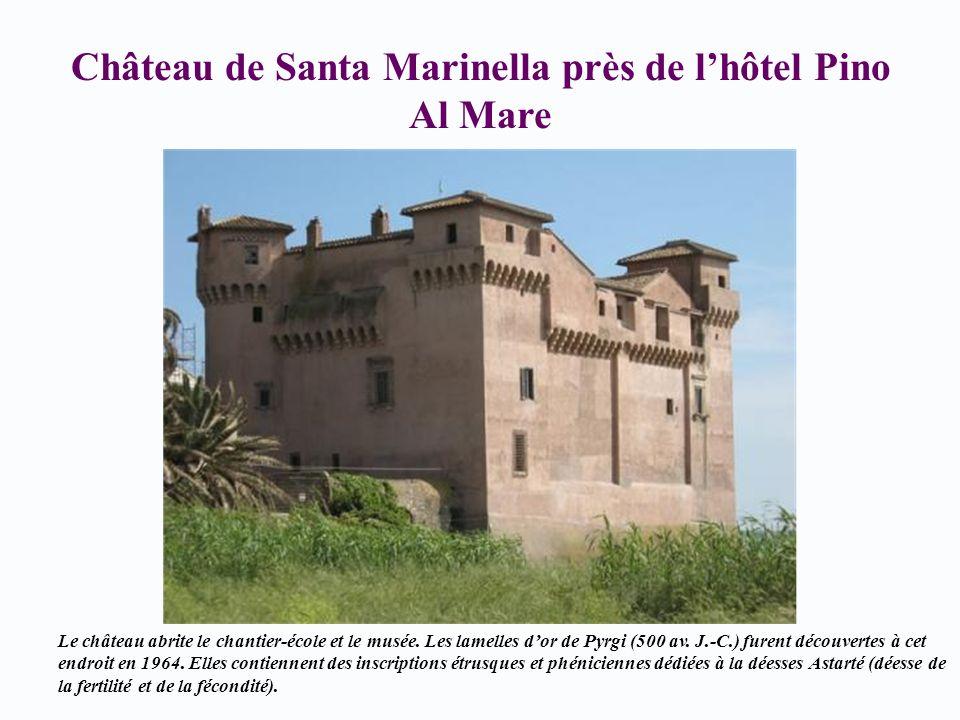 Château de Santa Marinella près de lhôtel Pino Al Mare Le château abrite le chantier-école et le musée. Les lamelles dor de Pyrgi (500 av. J.-C.) fure