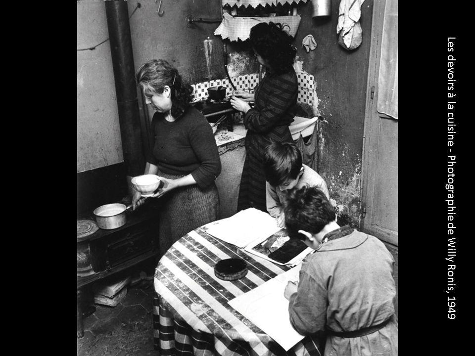 Les devoirs à la cuisine - Photographie de Willy Ronis, 1949