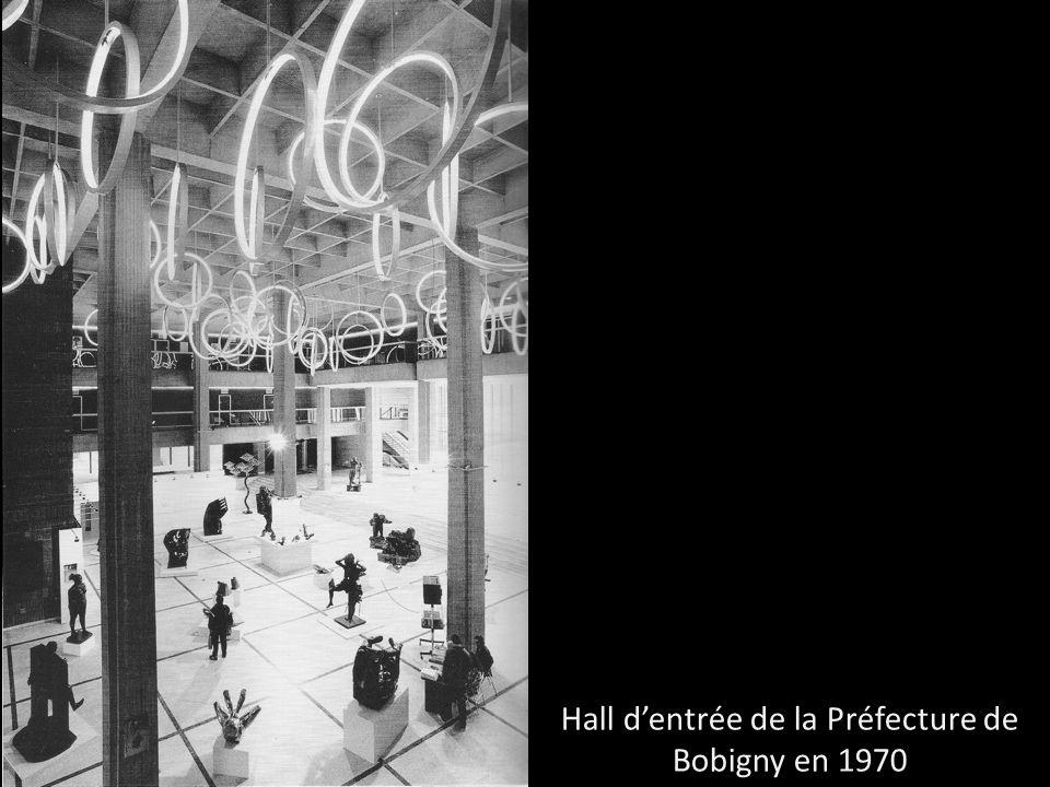 Hall dentrée de la Préfecture de Bobigny en 1970