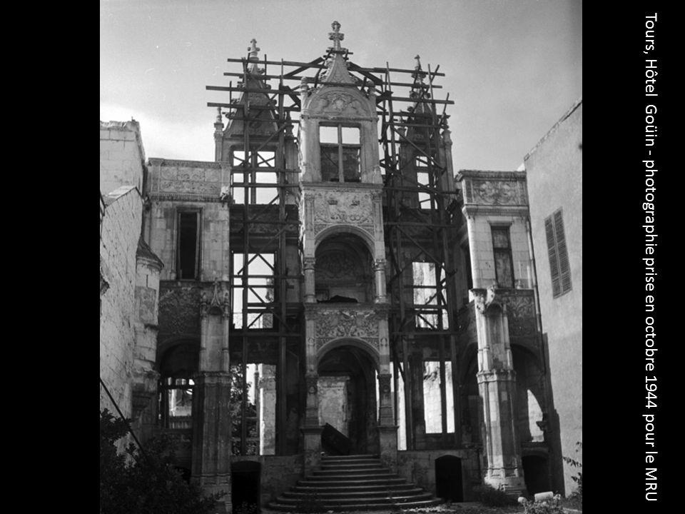 Constructions provisoires à Saint-Maximin – Photographie anonyme prise en 1945 pour le MRU
