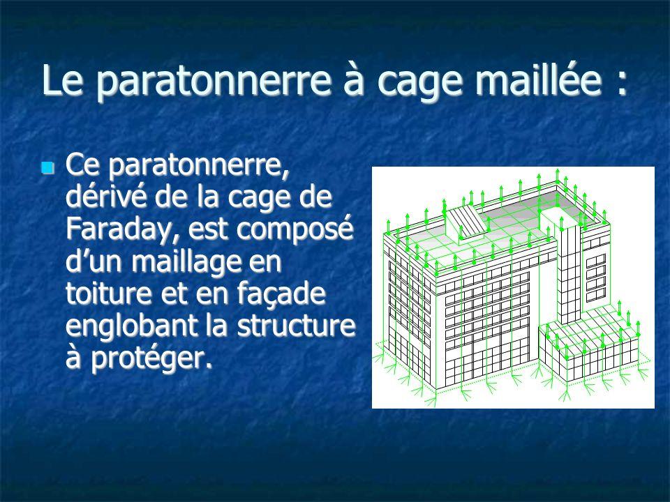 Le paratonnerre à cage maillée : Ce paratonnerre, dérivé de la cage de Faraday, est composé dun maillage en toiture et en façade englobant la structure à protéger.